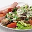 Gebakken aardappelsalade met gegrild gehakt