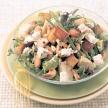 Maaltijdsalade met gebakken aardappelen, cashewnoten en witte kaas